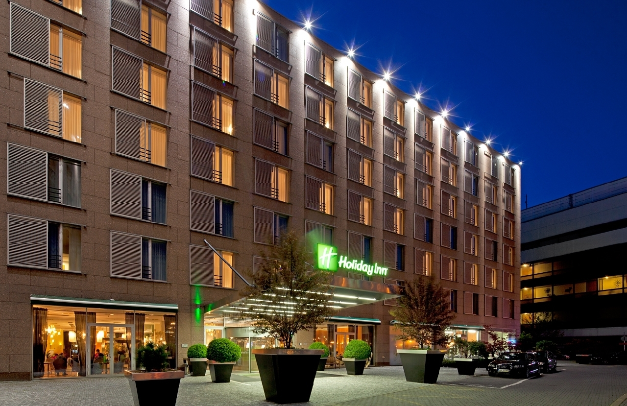 Hotel Holiday Inn Prague Congress Centre vedle Kongresového centra Praha./Hotel Holiday Inn Prague Congress Centre next to the Prague Congress Centre.