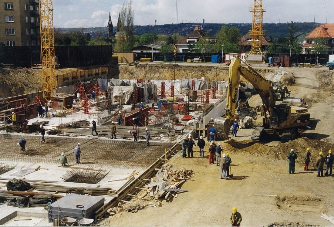 Stavba hotelu Holiday Inn Prague Congress Centre./Construction of the hotel Holiday Inn Prague Congress Centre.