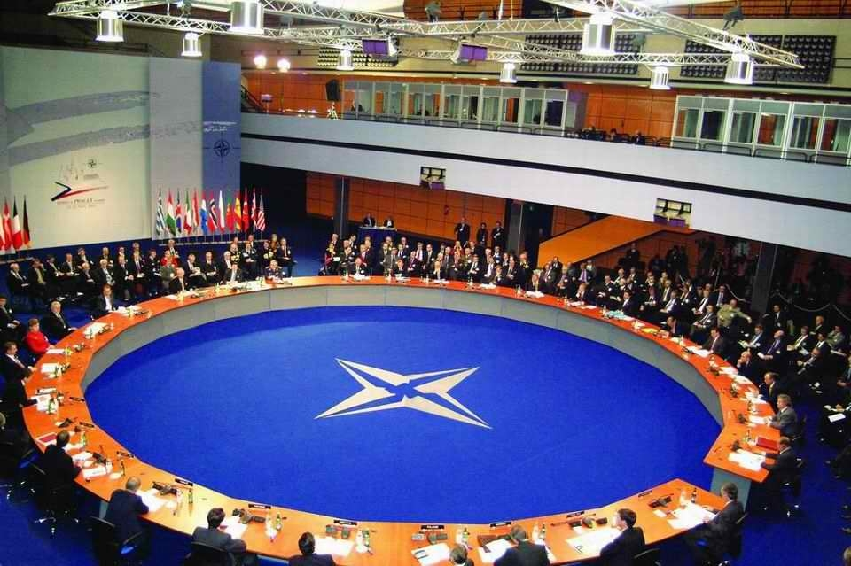 Summit Severoatlantické aliance (NATO)./North Atlantic Treaty Organization Summit (NATO).